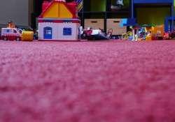 Játékok gyerekszoba padlóján
