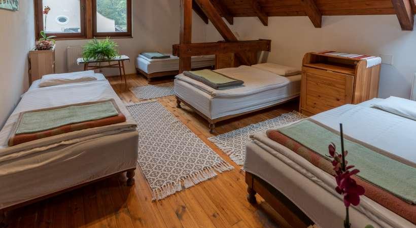Az Annafürdői Vendégház négyágyas szobája