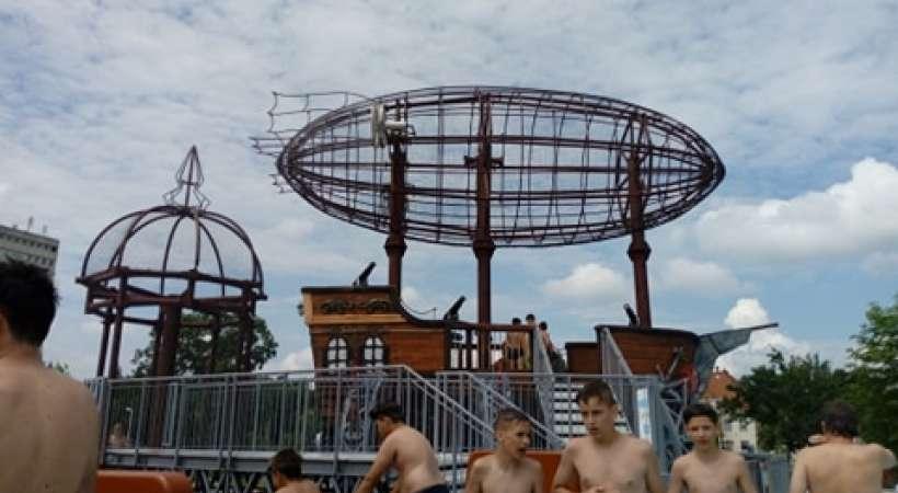 Debrecen új strandja, az ikonikus léghajóval, részlet a léghajóból